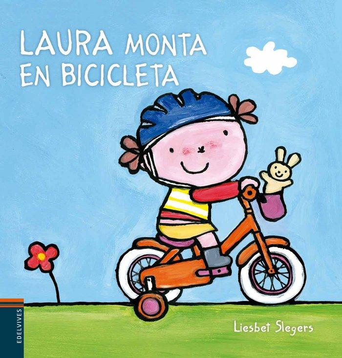 Laura monta en bicicleta