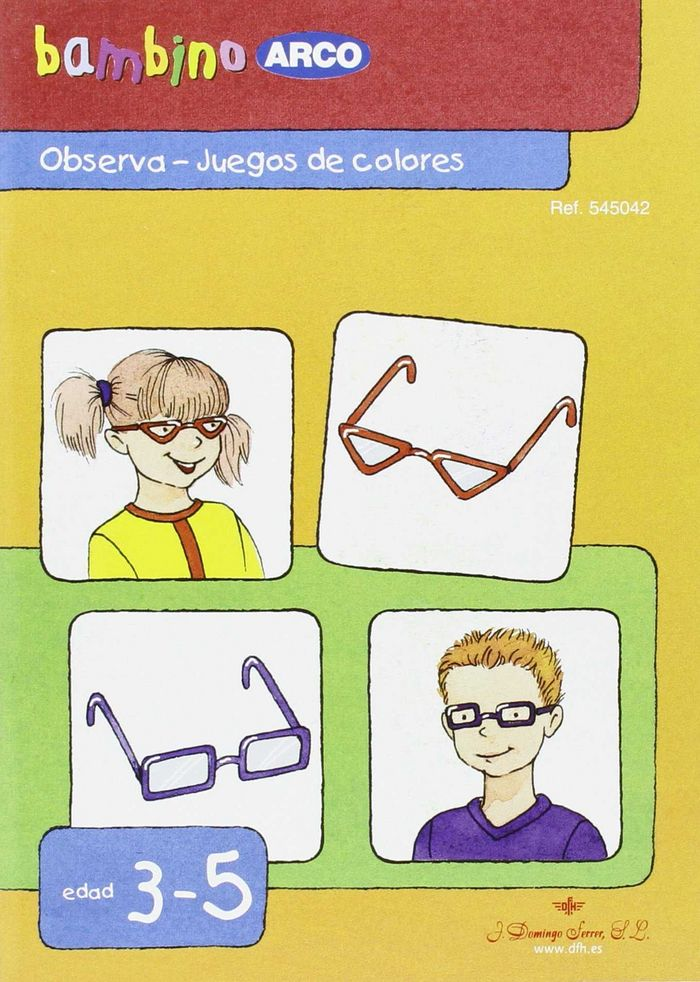 Bambino observa juegos de colores