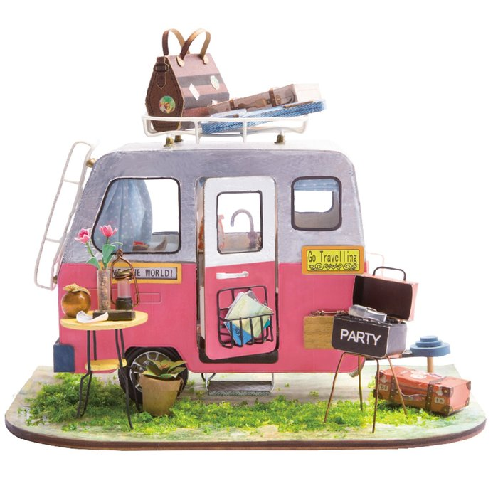 Maqueta caravana rosa