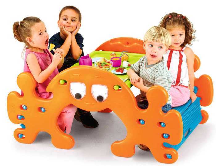 Mesita infantil ghost picnic table feber