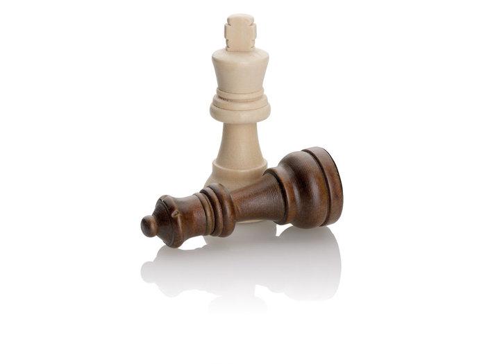 Juego fichas ajedrez madera medianos con tapa transparente
