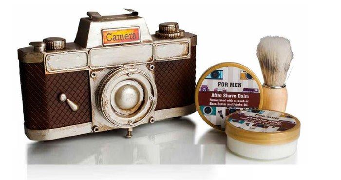 Camara de fotos vintage con set de afeitado